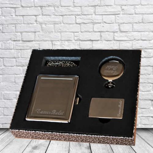 Kişiye ve İsme Özel Füme Rengi Sigara Tabakası,Çakmak ve Köstekli Saat Seti - Kutu Mesajı